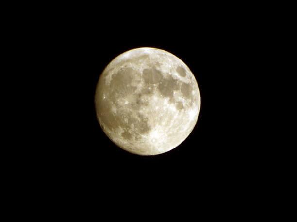 月に手が届きそうになるくらいの近さ