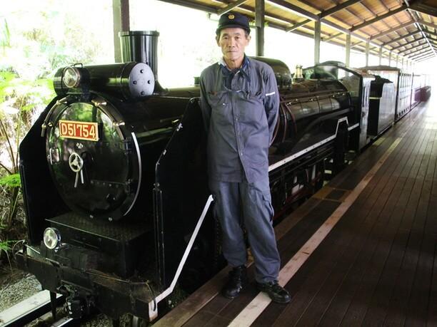 沖縄軽便鉄道の車掌さん